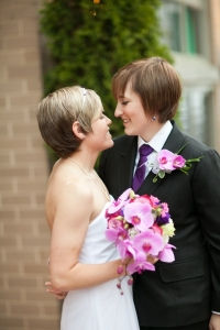 wedding photo lesbian couple 3
